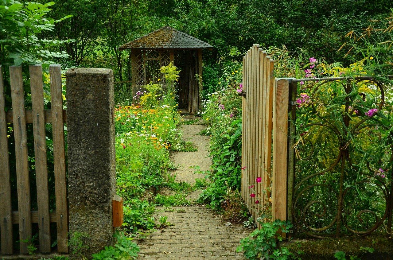 Penser à protéger votre jardin par une cloture.